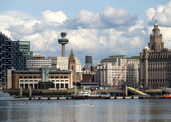 20080502-liverpool-waterfront-and-jet-ski.jpg