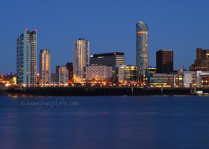 20100130-liverpool-towers-dusk.jpg
