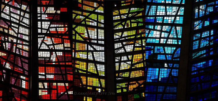 20110211-liverpool-metropolitan-cathedral-glass.jpg