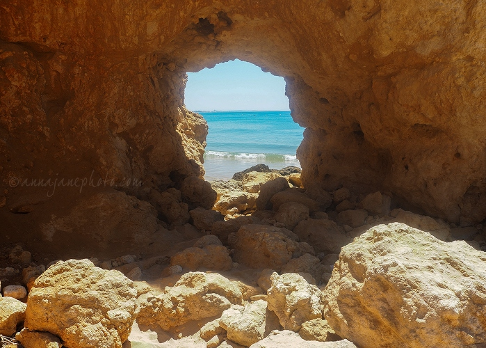 Rock Window - 20170723-santa-eulália-rock-window.jpg - Anna Nielsson