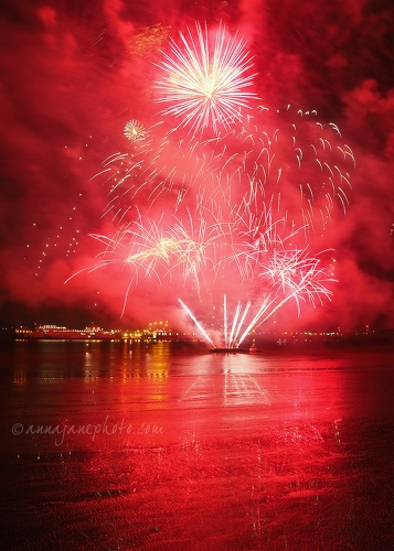 River of Light Fireworks - 20171105-fireworks-2.jpg - Anna Nielsson