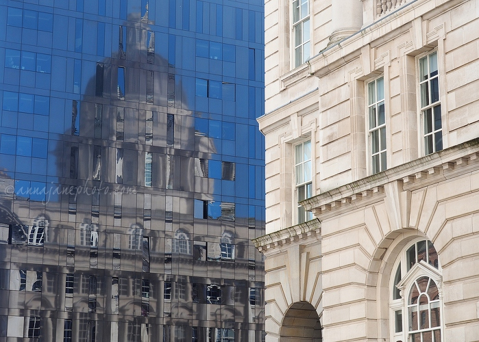 Port of Liverpool Building Reflection - 20171015-port-of-liverpool-reflection.jpg - Anna Nielsson
